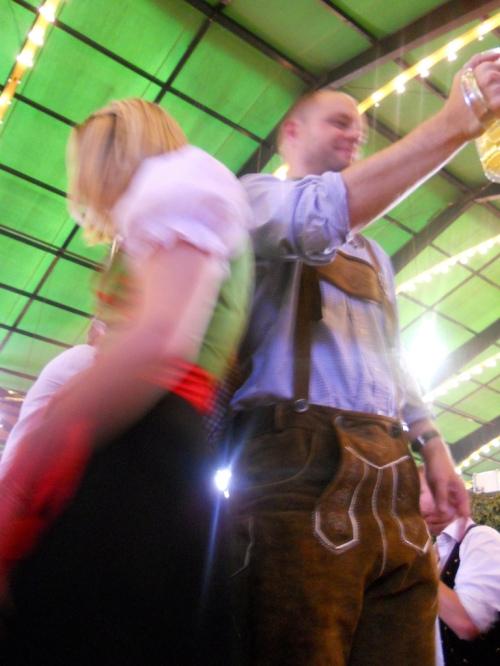 german-couple-oktoberfest-prost-lederhosen-drndl
