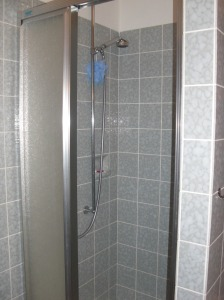 German Shower Stall with Handle