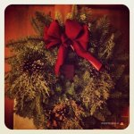 07-christmas-wreath-holiday-bow-red-green