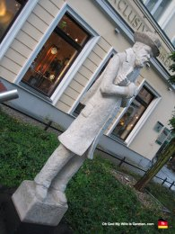 berlin-germany-sculpture-downtown