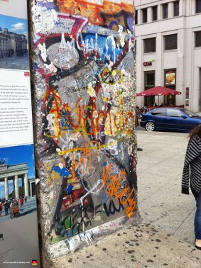 berlin-germany-wall-tourist-display