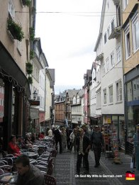 marburg-germany-oberstadt-tourists