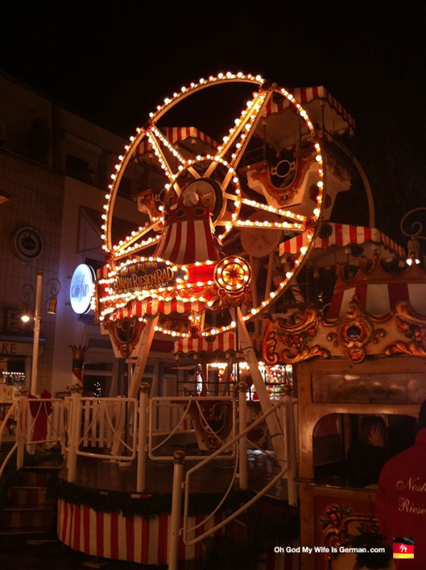 Look at the miniature ferris wheel! isn't it adorable? I made my wife SWEAR she would ride it with me, even though it's really only for stupid little kids.
