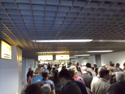 immigration-line-london-heathrow-T4-arrivals