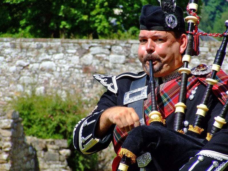 bagpipes-player-funny-man