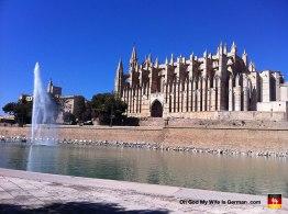 32-catedral-de-mallorca-water-fountain-view