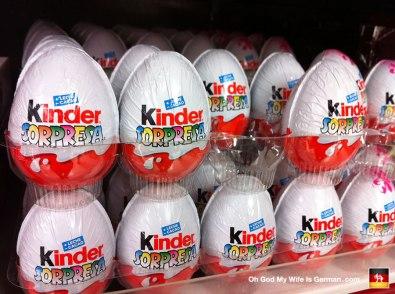 40-kinder-sopresa-surprise-eggs-spanish-mallorca-spain