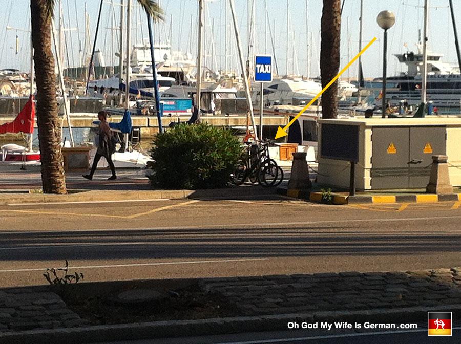56-bikes-locked-to-street-sign-palma-mallorca