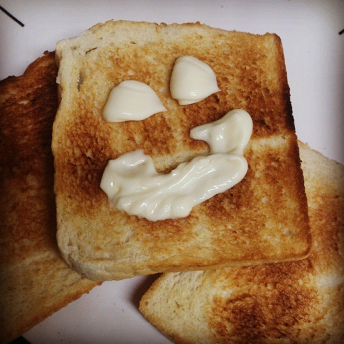funny-toast-smiley-face-bread-sandwich-mayonnaise