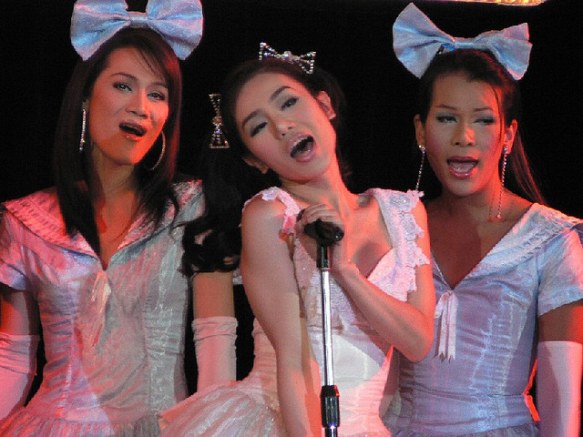bangkok-ladyboys-singing-performing-funny