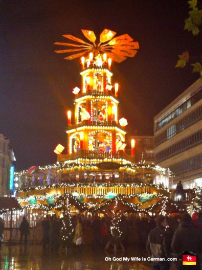 01-Weihnachtsmarkt-Pyramid-Germany-Deutschland-Hannover-Christmas-Market