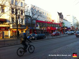 11-reeperbahn-street-in-hamburg-germany