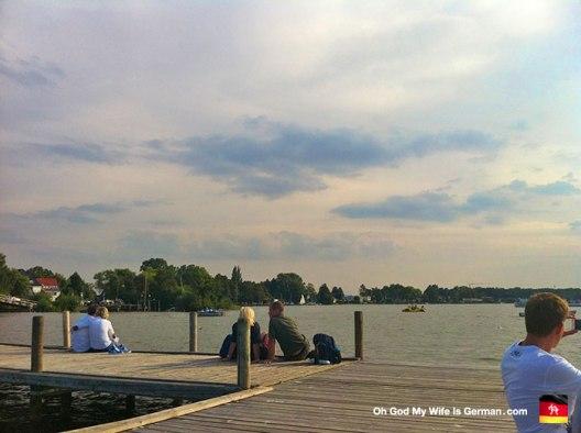 12-Steinhuder-Meer-12-Dock-Couples-Kissing
