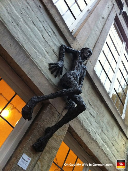 34-scary-sculpture-horror-schnoor-art-bremen