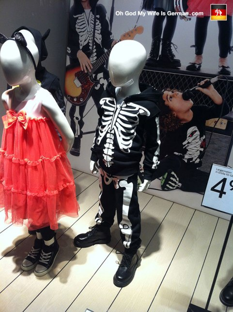 45-bremer-marktplatz-halloween-costumes-skeleton