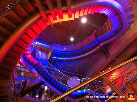 51-universum-bremen-science-center-Universum-bei-Nacht-germany