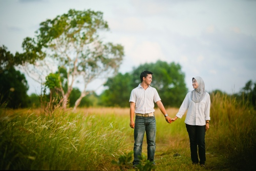 muslim-couple-woman-wearing-hijab-headscarf-veil