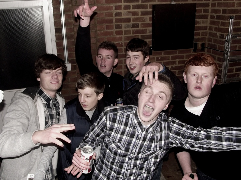 drunk-teenagers-boys-party-funny