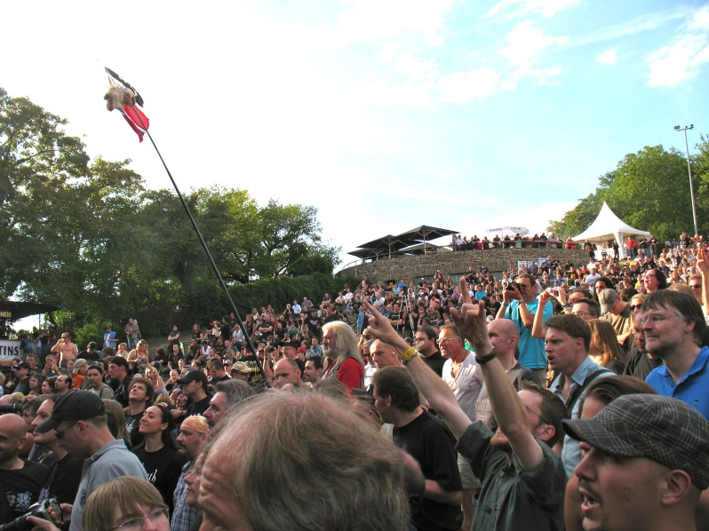 crowd-of-people-germany-german-people-funny-concert-Lorelei.jpg