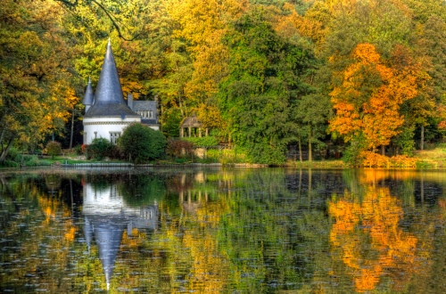 Fall-in-Germany-Autumn-Herbst-Castle-Lake