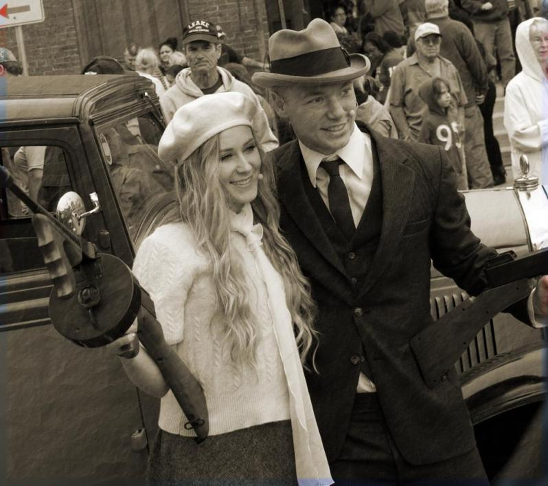 Bonnie-and-Clyde-Costume-Black-and-White-Crime-Couple