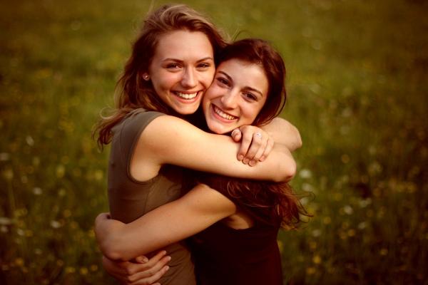 best-friends-bff-women-hugging-germany