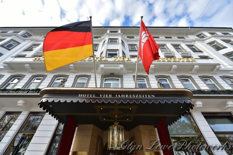 luxury-vacation-Fairmont-Hotel-Vier-Jahreszeiten-Alster-Lake-Hamburg-Germany