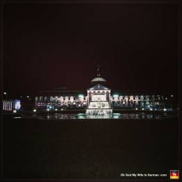 Staatstheater-in-Wiesbaden-at-night
