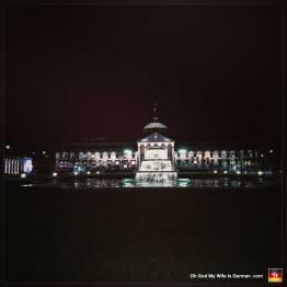 Staatstheater-in-Wiesbaden-at-night