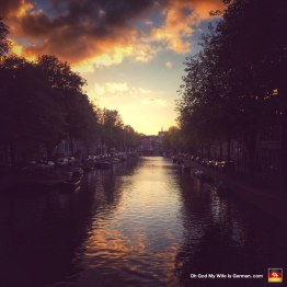 20-amsterdam-canal-at-night