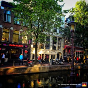 44-amsterdam-red-light-district-canal
