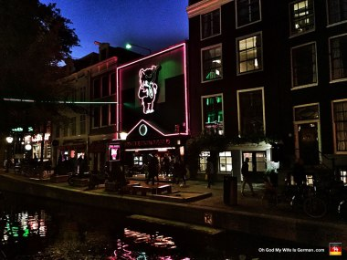 46-amsterdam-red-light-district-at-night