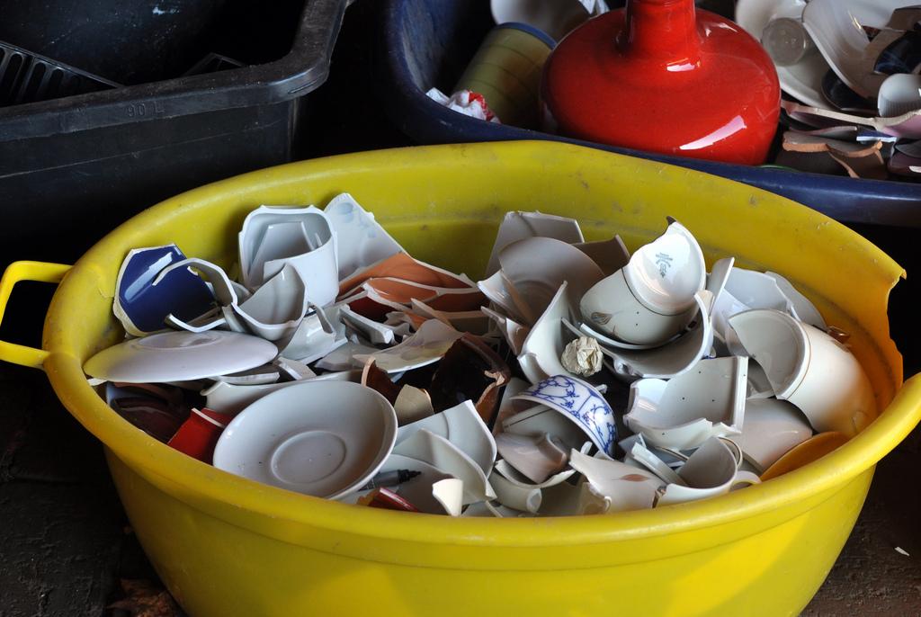 german-wedding-Polterabend-tradition-broken-porcelain